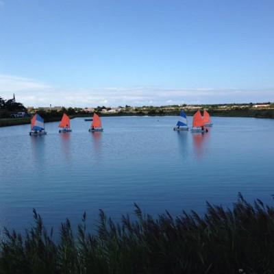 Sur les marais ou sur la mer, possibilité de faire de la voile.